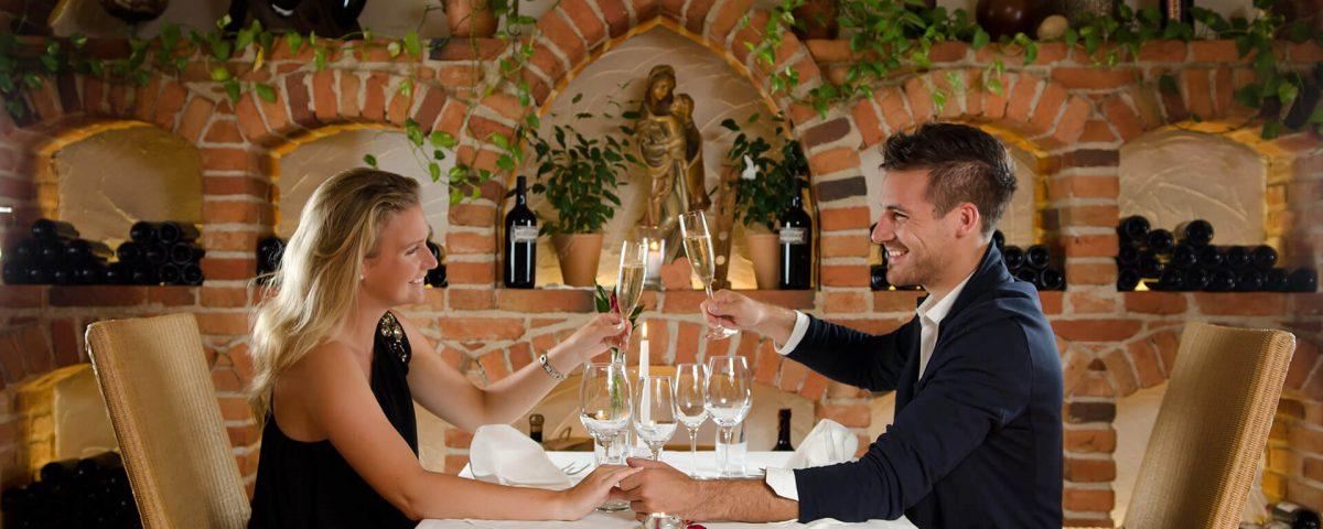 romantisches Candle light Dinner in der Weinkapelle