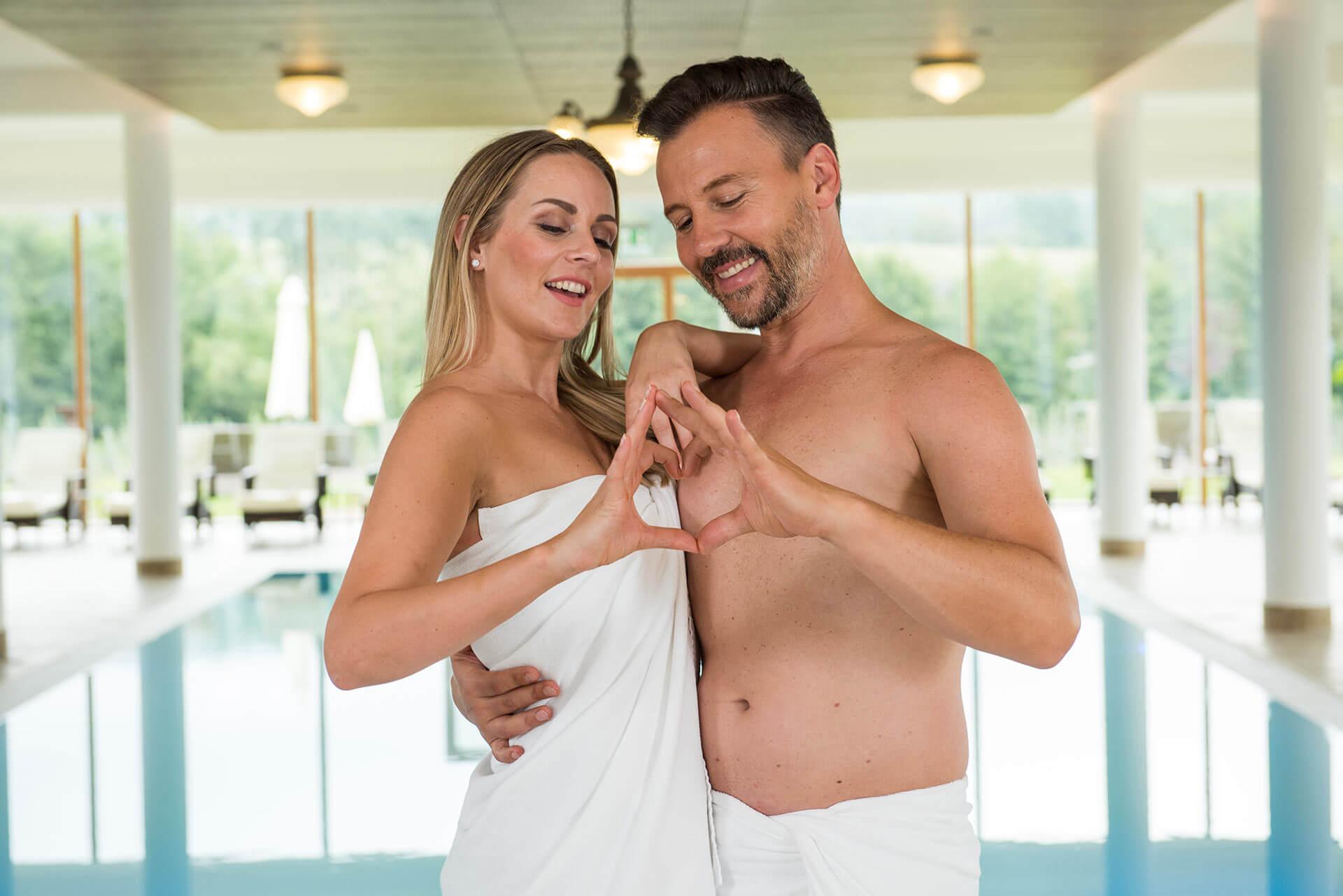 Paar in der Grünen Au, einem der romantischsten Hotels in der Steiermark
