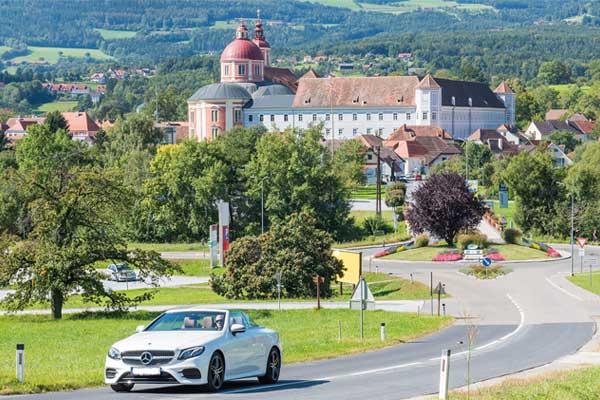 mit dem Cabrio durch das Pöllauer Thal fahren und die wunderschöne Hügellandschaft genießen